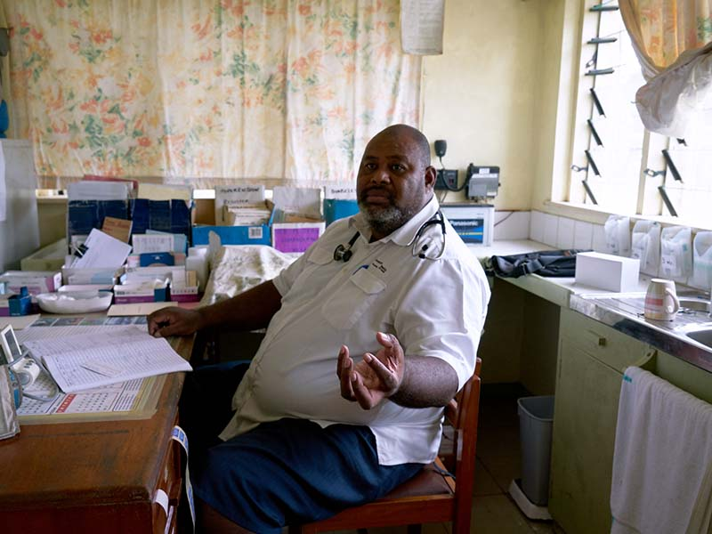 Doctor Tevita Navuda describes how a ball of hookworms were found in the intestines of a six year old boy who died last year. Acute diarrhoea disease is common on the island, due largely to water contamination.
